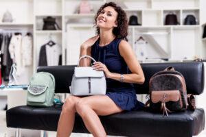 Ile torebek w szafie ma kobieta?