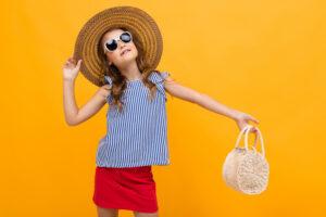 Dlaczego małe dziewczynki chcą nosić torebki?